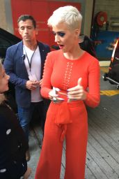 Katy Perry  - Meets Fans in Sydney, Australia 06/30/2017