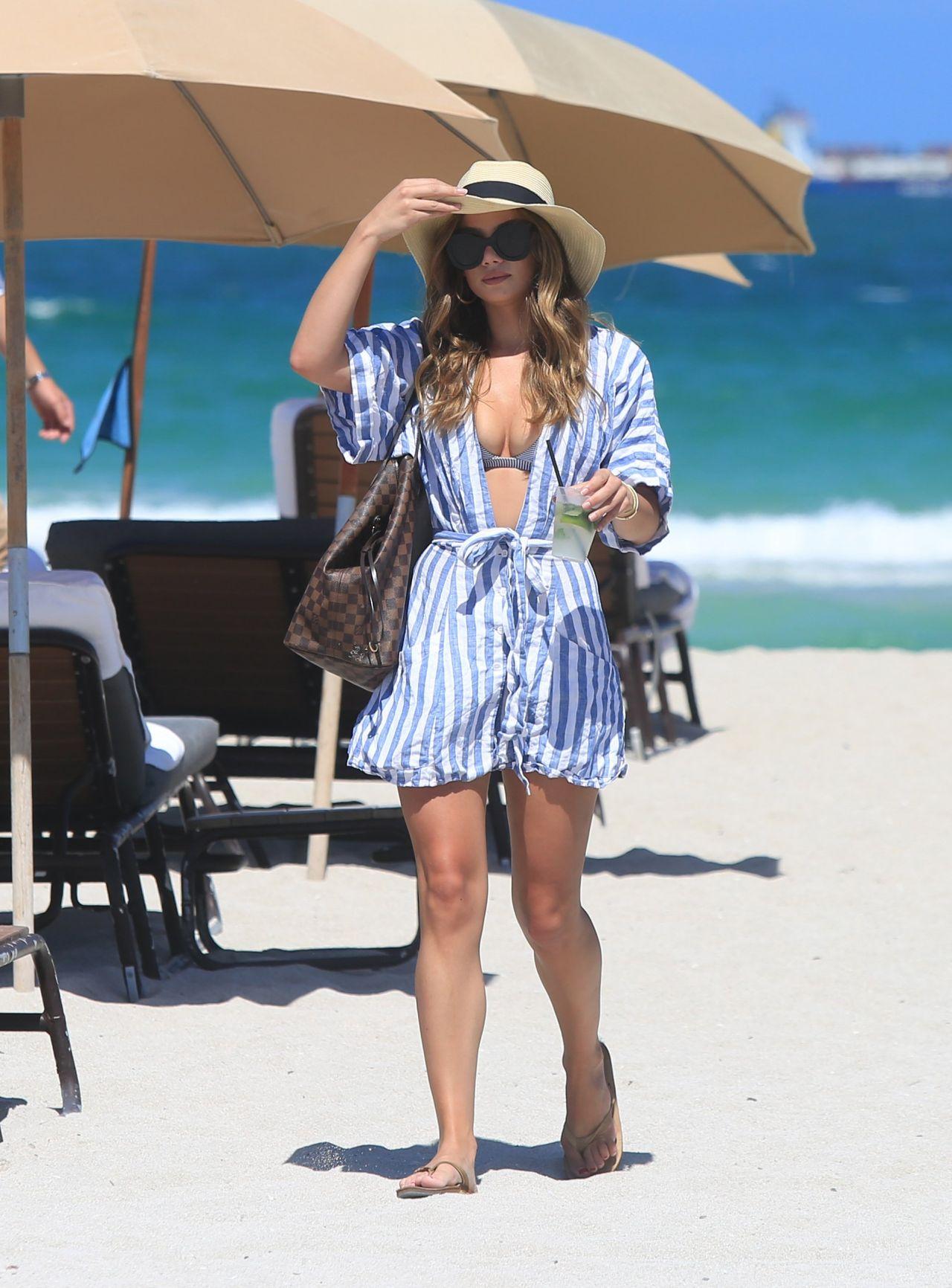 Keleigh Sperry In Bikini at Miami Beach - Celebzz - Celebzz