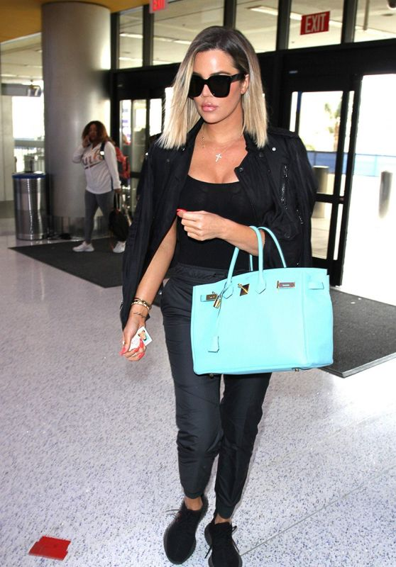 Khloe Kardashian Departs LAX in Los Angeles 06/04/2017