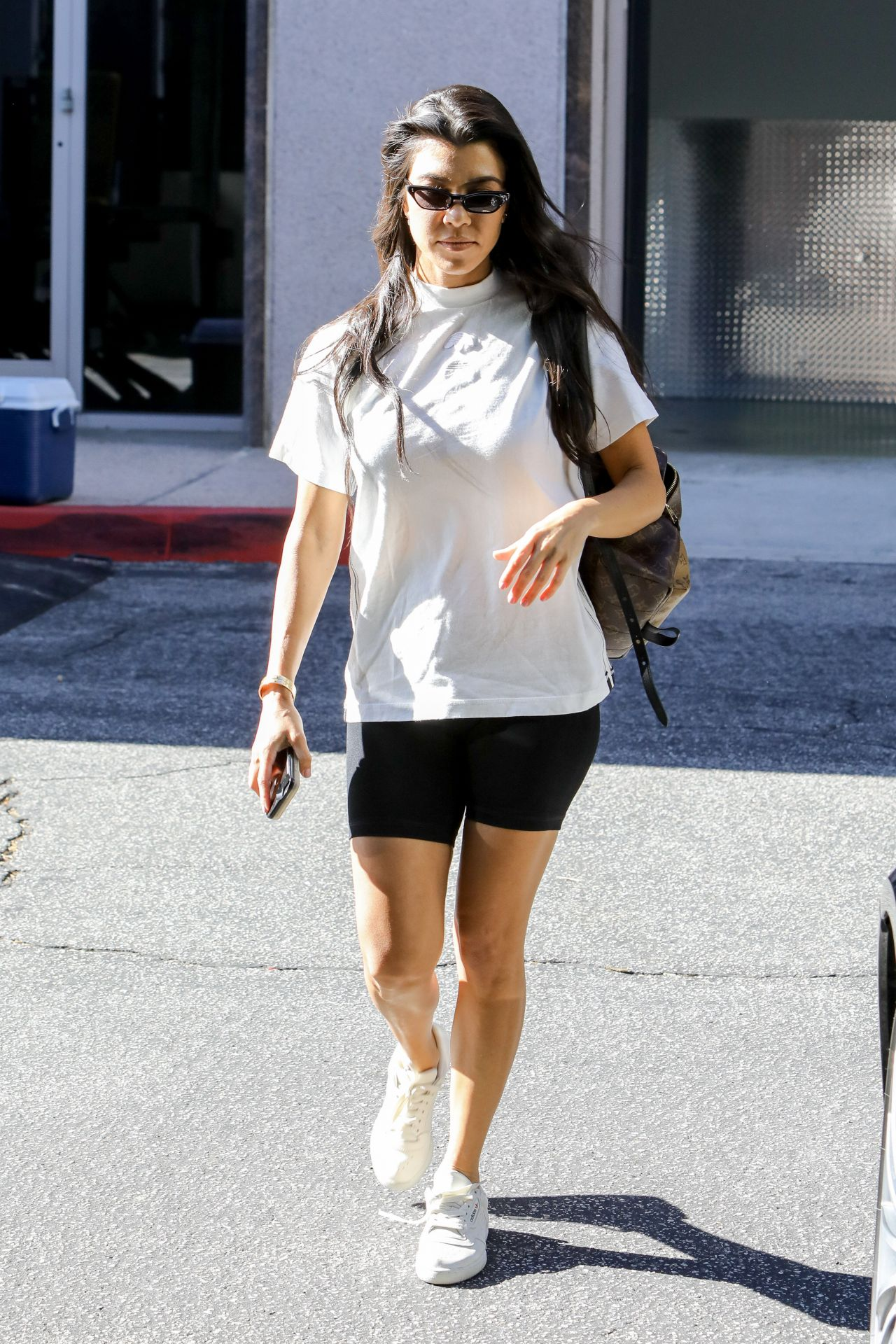 Kourtney kardashian running errands in calabasas ca