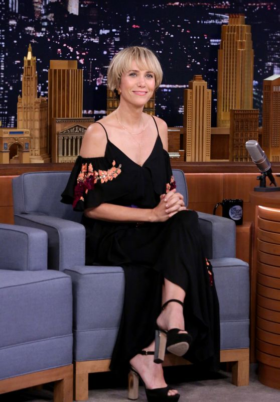 Kristen Wiig Appeared on Tonight Show Starring Jimmy Fallon in New York - 28 June 2017 x5