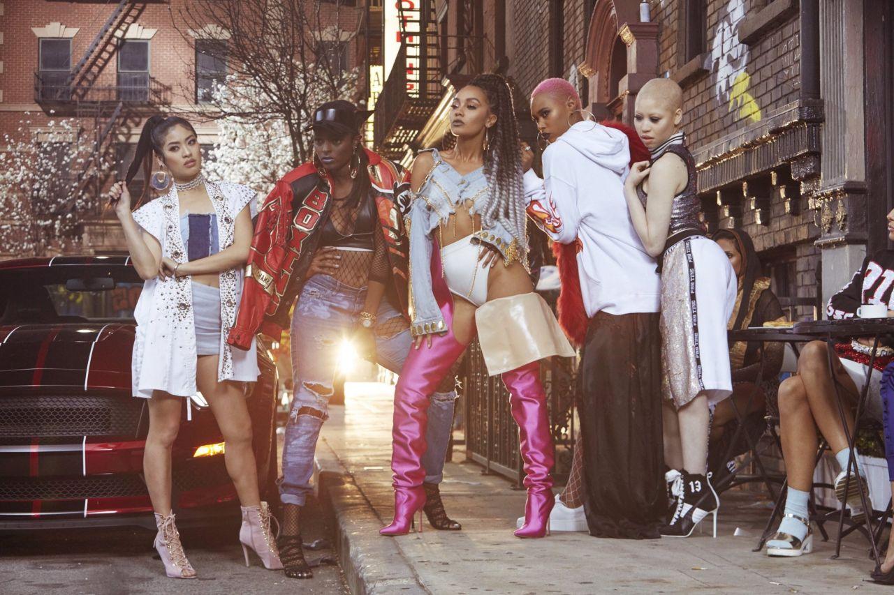 Little Mix ent Rhythmix on brittiläinen tyttöyhtye joka tuli kuuluisaksi voitettuaan Britannian X Factorin kahdeksannen tuotantokauden vuonna 2011
