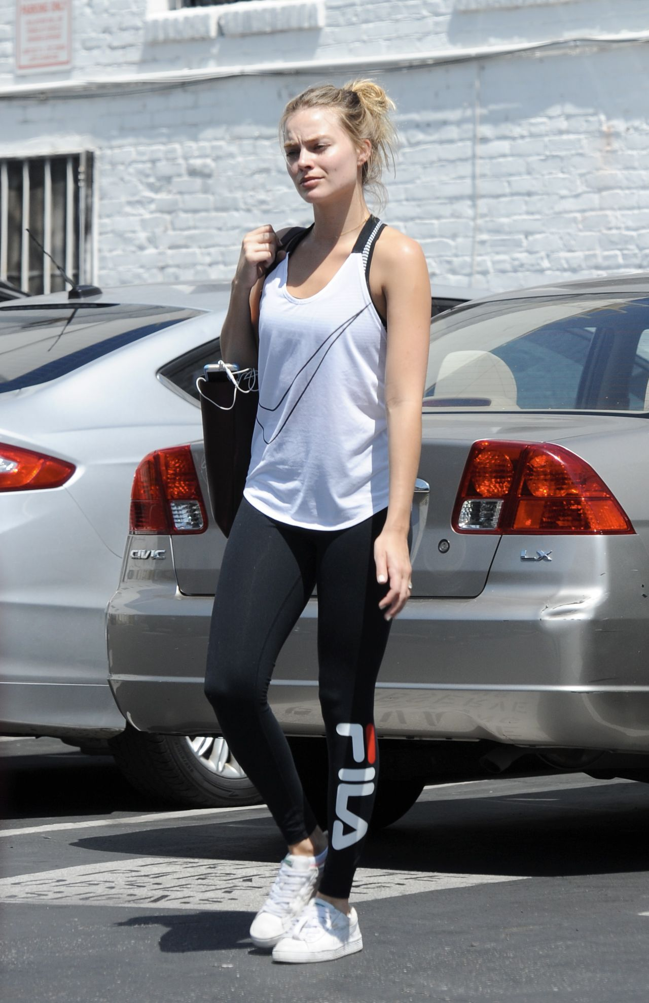 Margot Robbie In Workout Gear Heads To The Gym In Los