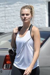 Margot Robbie in Workout Gear - Heads to the Gym in Los Angeles 06/09/2017