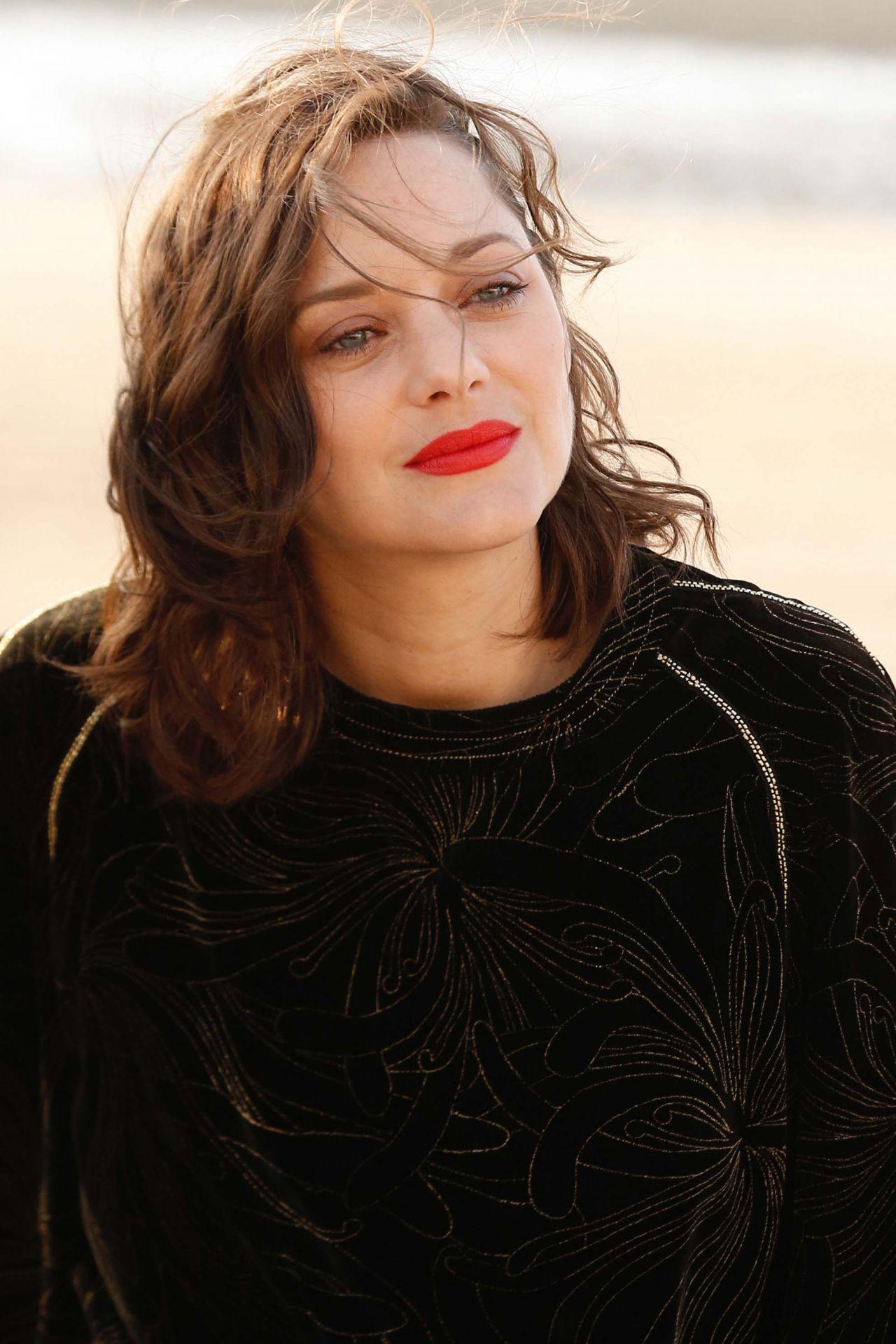 Marion Cotillard - Cabourg Film Festival Jury Photocall 06 ...