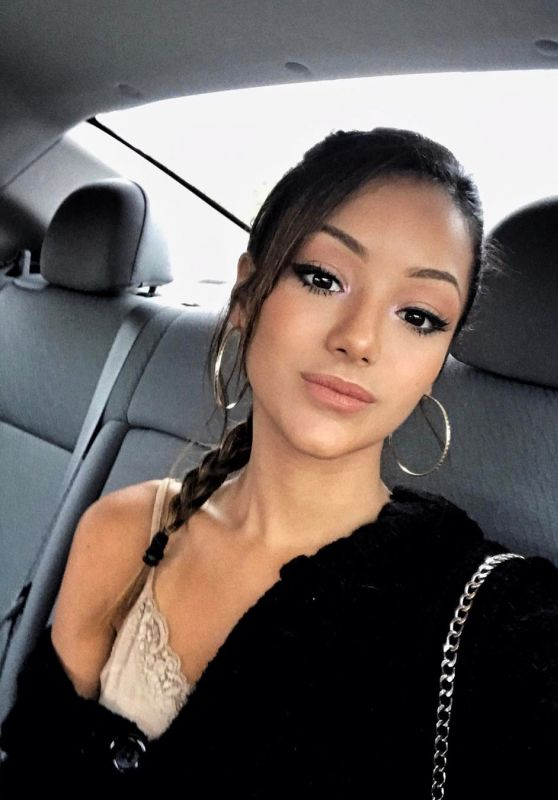 Melanie Iglesias - Social Media Pics 06/07/2017