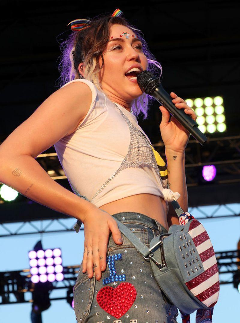 Miley Cyrus Capital Pride Concert 06 11 2017