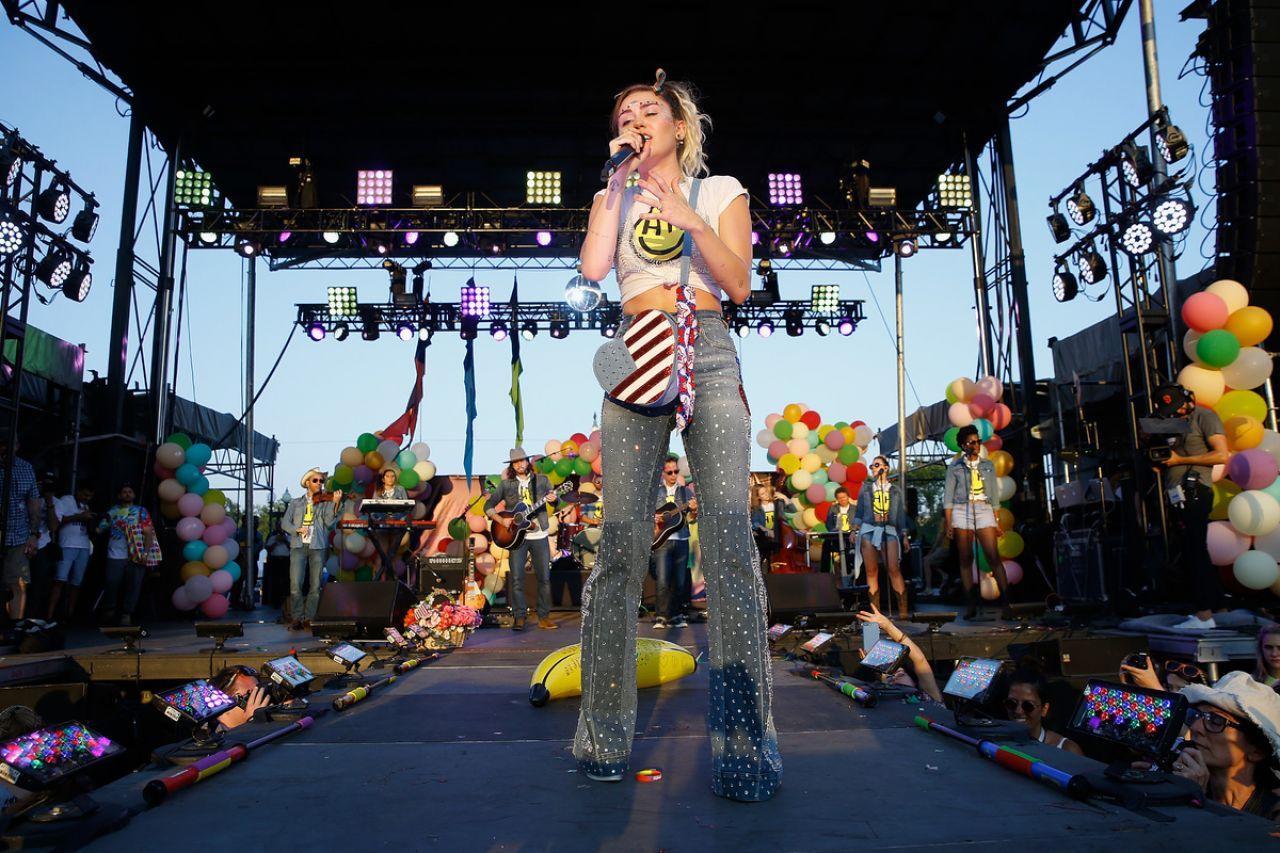 Miley Cyrus - Capital Pride Concert 06112017-1633