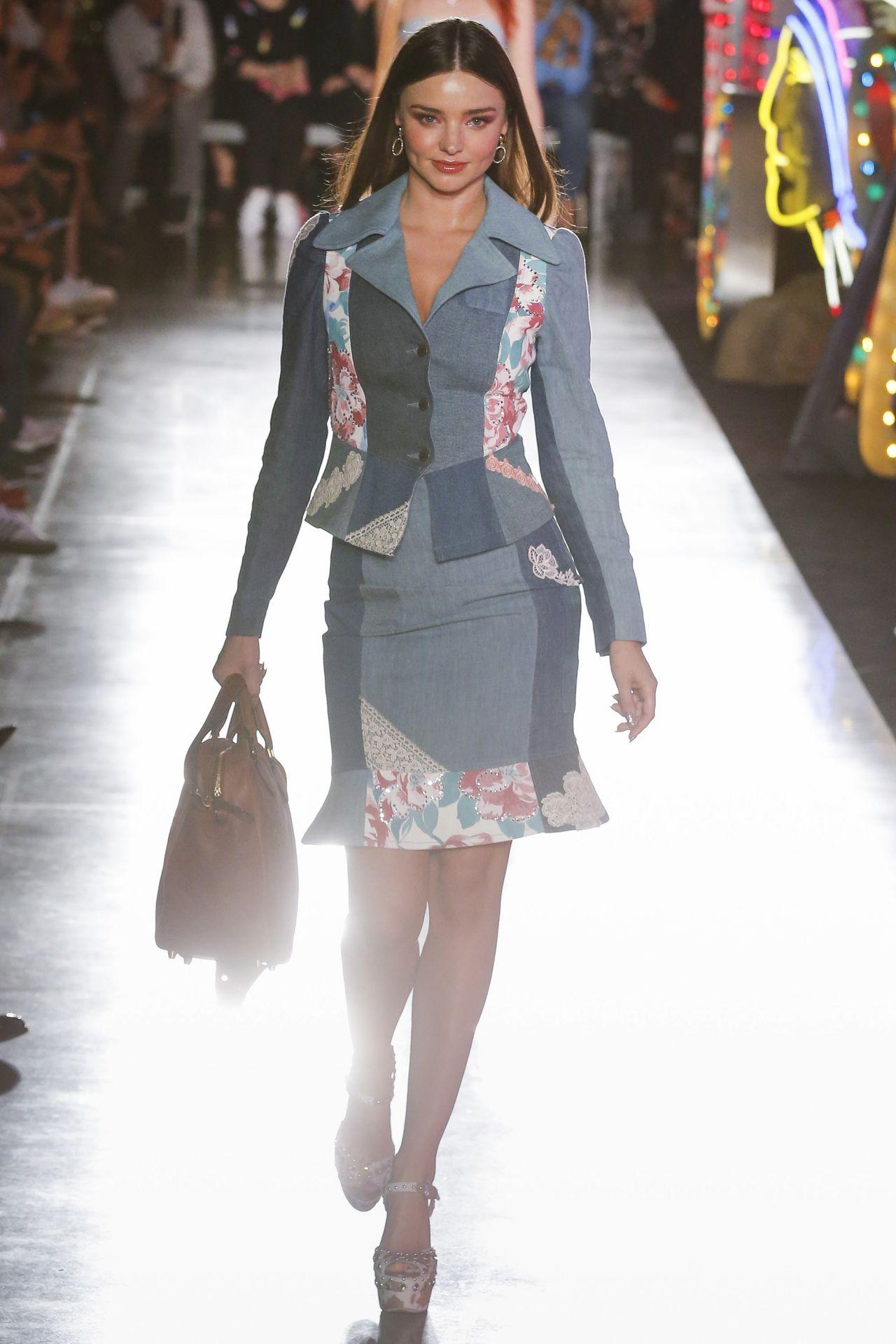 Miranda kerr runway walk moschino resort 2019 in los angeles