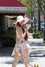 Phoebe Price Plays With a Fidget Spinner - Beverly Hills 06/12/2017