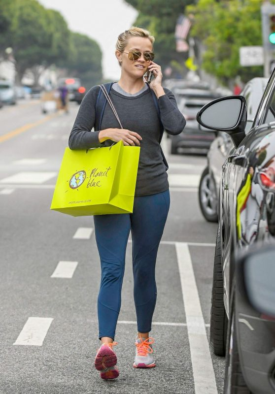 Reese Witherspoon in Tight Jeans - Stops by Planet Blue Post Workout in Brentwood 05/31/2017