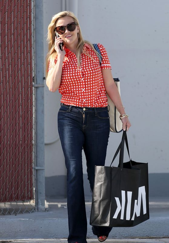 Reese Witherspoon - Out in Beverly Hills 06/05/2017