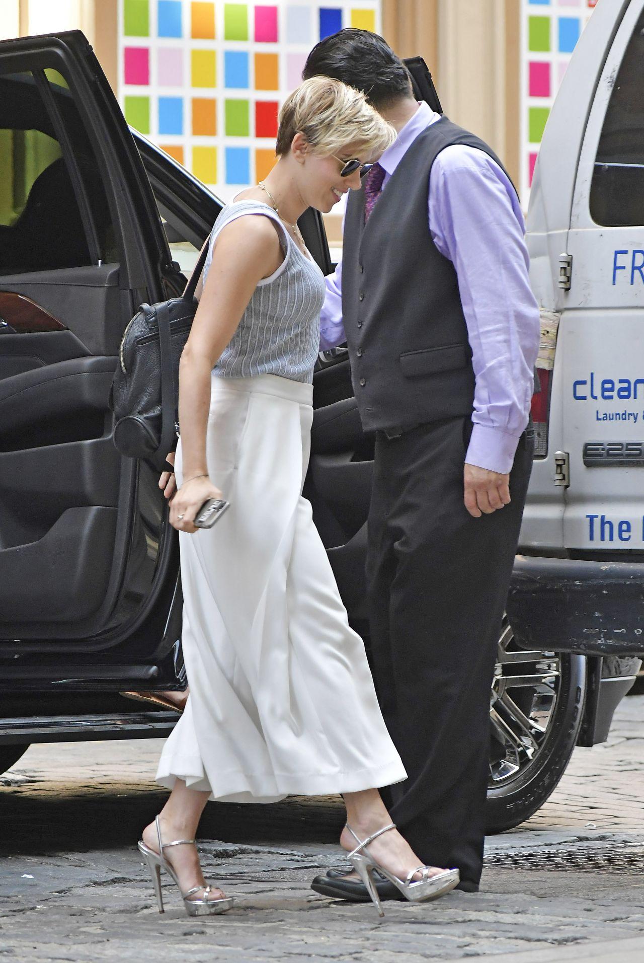 Scarlett Johansson Sty...