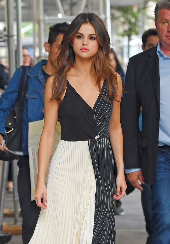 Selena Gomez Cute Style - Out in Manhattan 06/05/2017