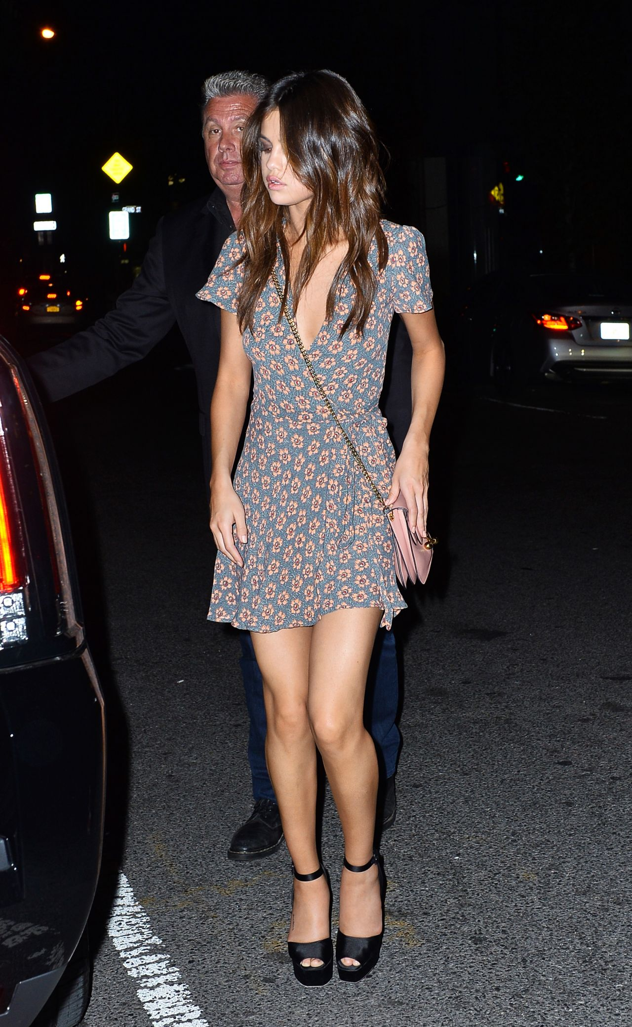 Selena Gomez Night Out Style At The Park Side Restaurant