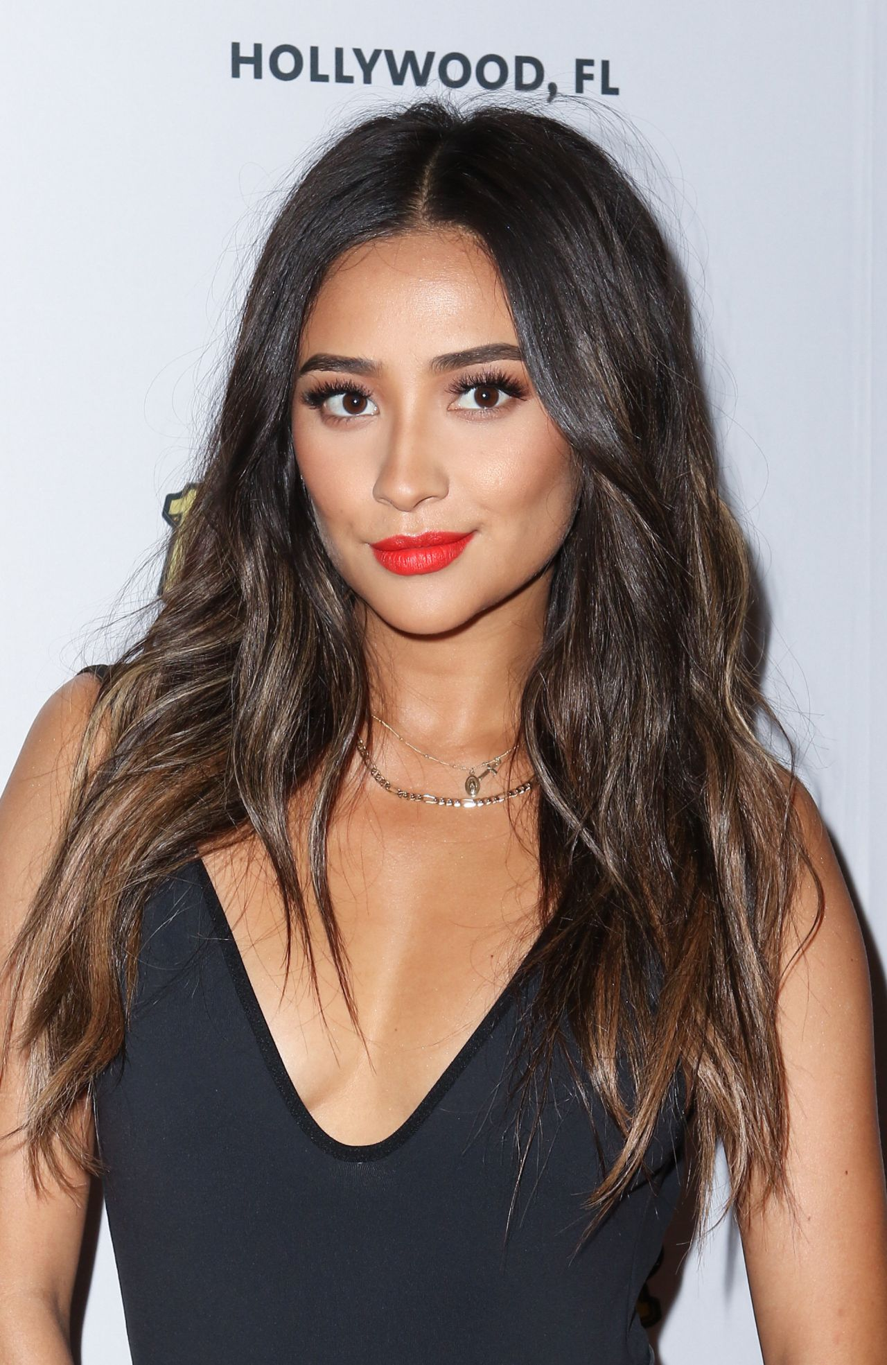 Shay Mitchell Ocean Drive Magazine Celebrates It S May
