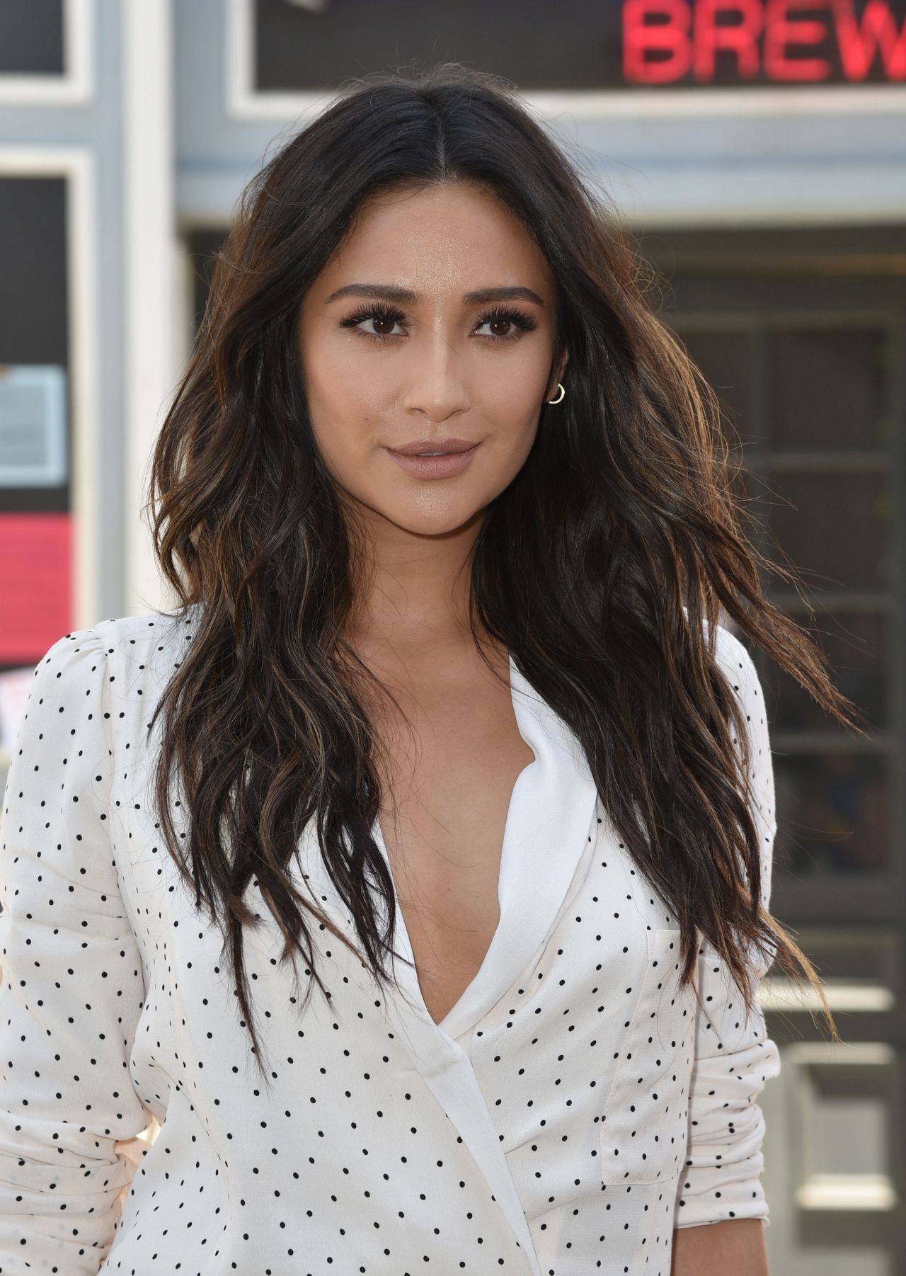 Shay Mitchell 2017 Pretty Little Liars