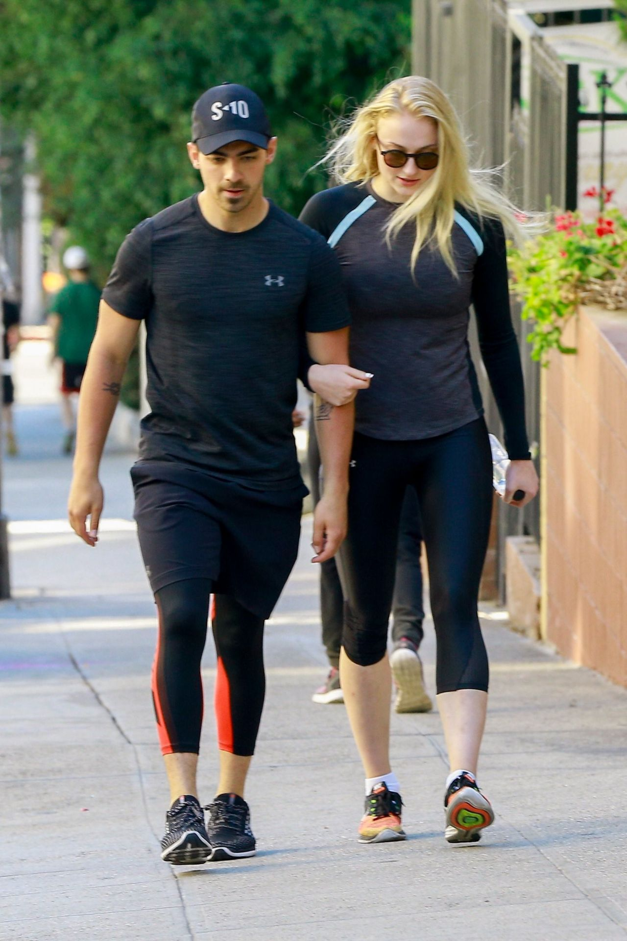sophie turner sport style on a hike in the hills at runyon canyon park in hollywood hills 06. Black Bedroom Furniture Sets. Home Design Ideas