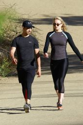 Sophie Turner Sport Style - On a Hike in the Hills at Runyon Canyon Park in Hollywood Hills 06/09/2017