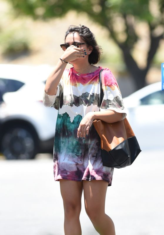 Stella Hudgens Camera Shy - Shops at Bed Bath & Beyond in LA 06/25/2017