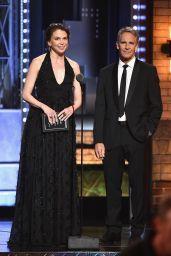 Sutton Foster – Tony Awards in New York City 06/11/2017