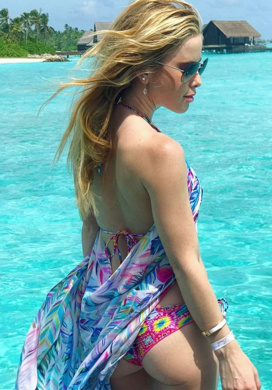 Tara Lipinski Bikini Photoshoot - One & Only Reethi Rah, Maldives Island Resort 6/27/2017