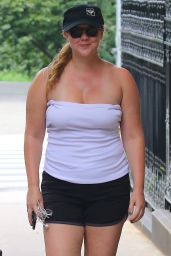 Amy Schumer Says Hello to the Cameras - After a Jog on a Sunny Day in New York 07/12/2017
