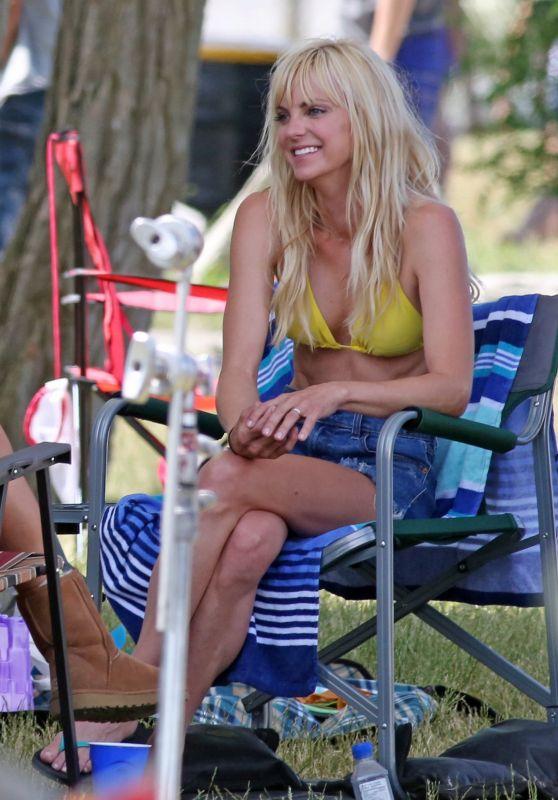 Anna Faris In Bikini Quot Overboard Quot Set In Vancouver 06 28 2017