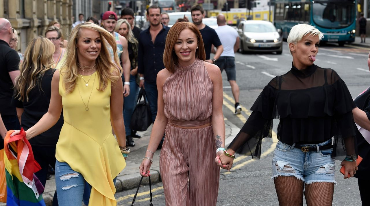 Atomic kitten pose for pictures in liverpool nude (54 pics)