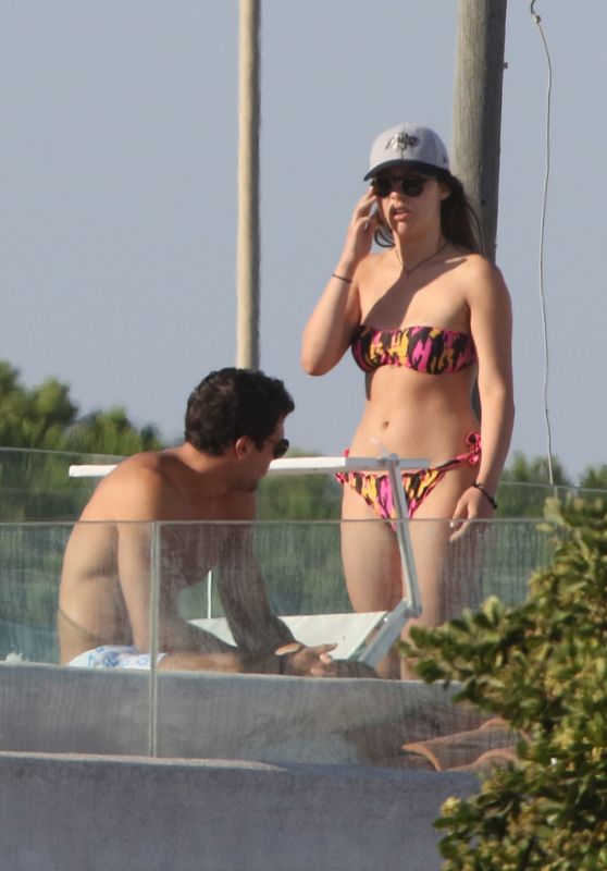 Aurora Hunziker-Ramazzotti in Bikini - With Her Boyfriend Goffredo Cerza in Fregene 07/11/2017