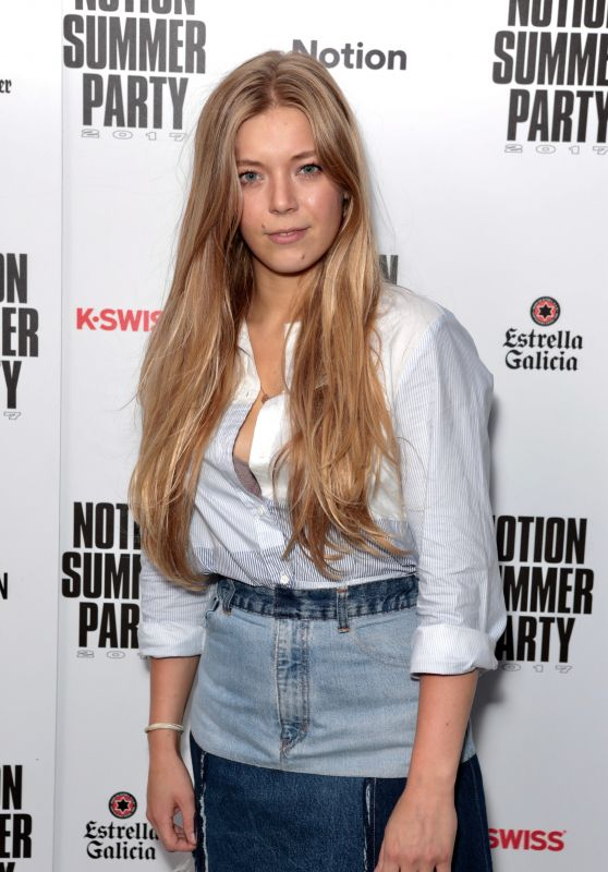 """Becky Hill – Notion Magazine """"Vibes"""" Party in London 07/08/2017"""