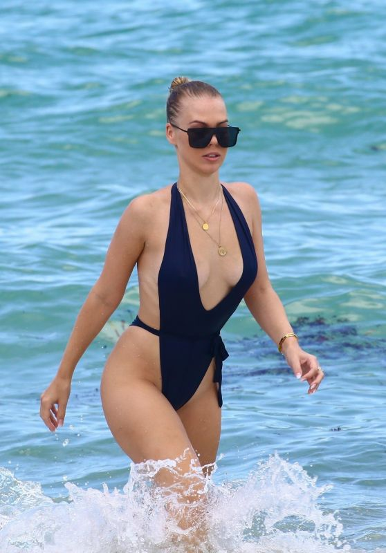 Bianca Elouise - Hits the beach in Miami 07/26/2017
