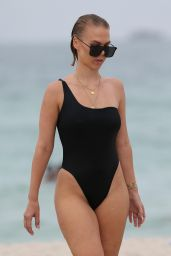 Bianca Elouise in black Swimsuit - Miami 07/22/2017