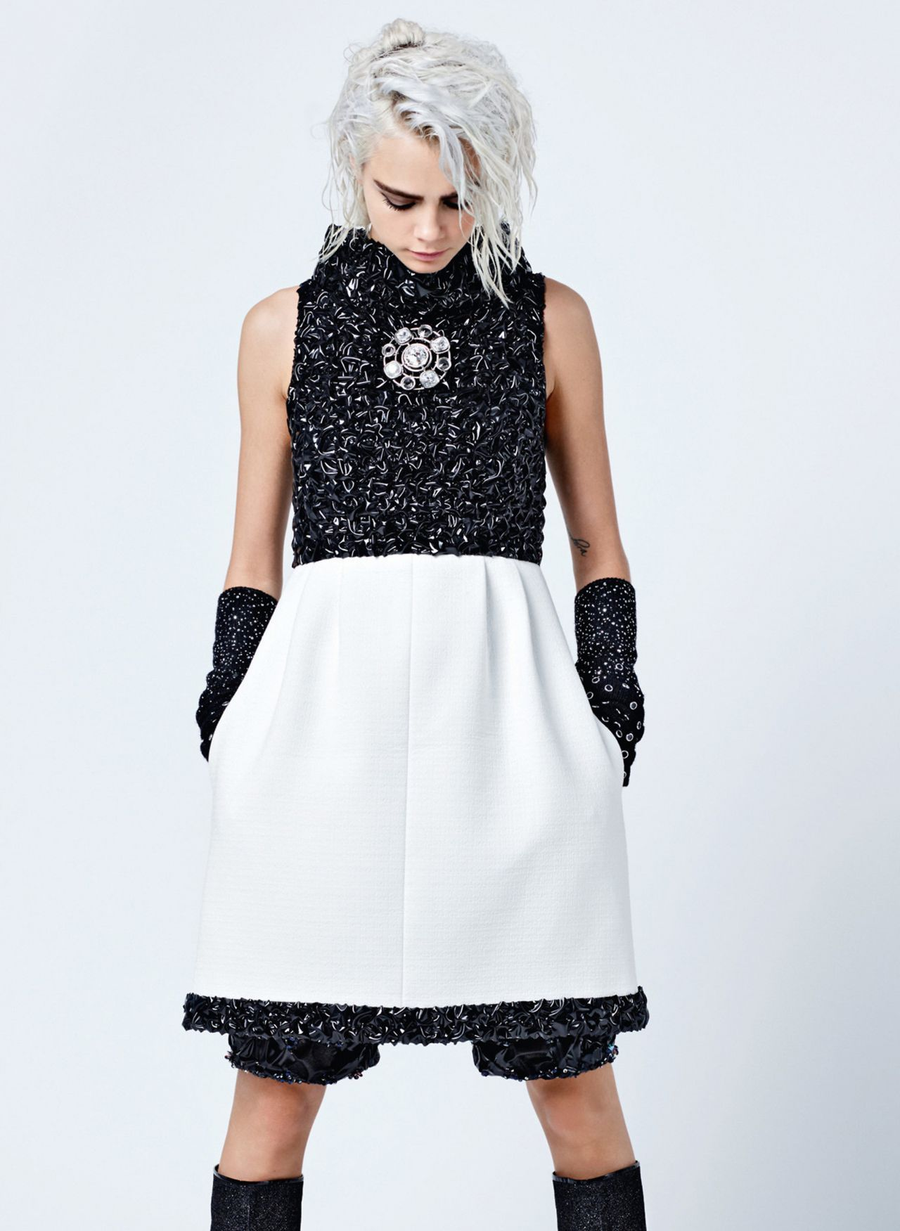 Cara Delevingne – Chanel Fall/Winter Collection 2017-2018 ...