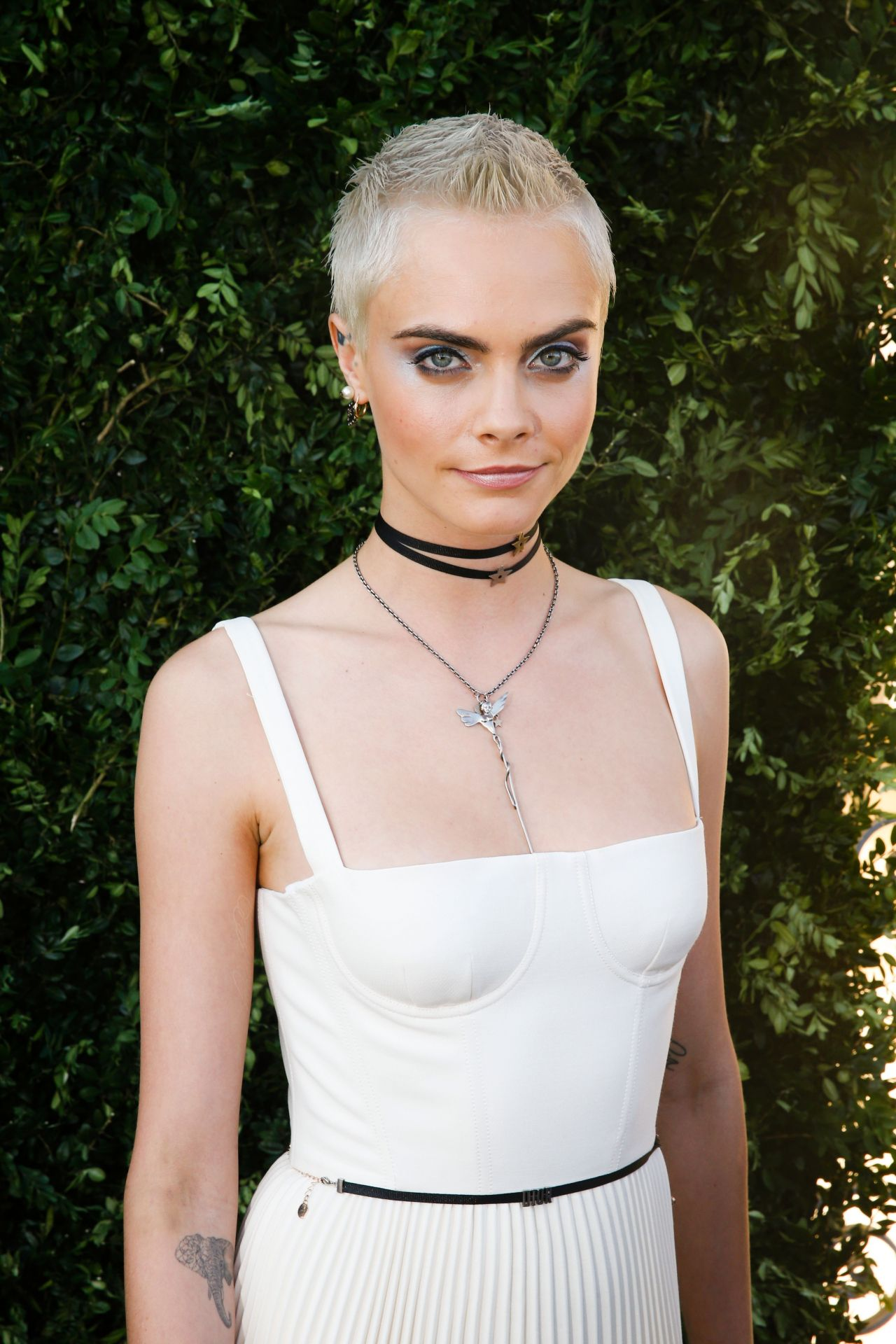 Cara Delevingne  Christian Dior Fall Winter 2017 - Girls Shaved Hairstyles