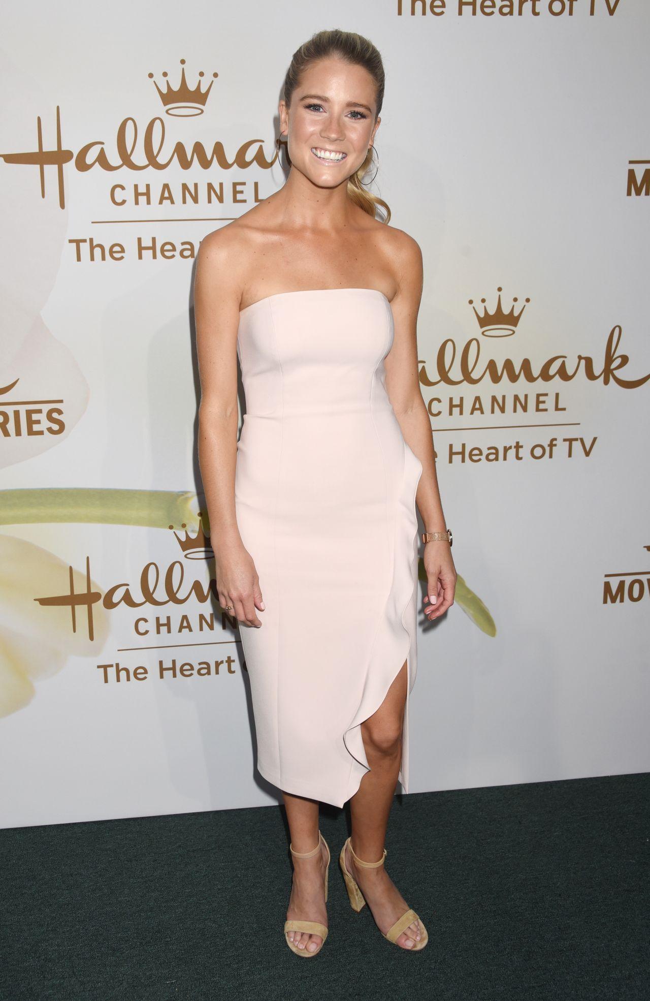 Elle Fanning And Boyfriend Cassidy Gifford – Ha...