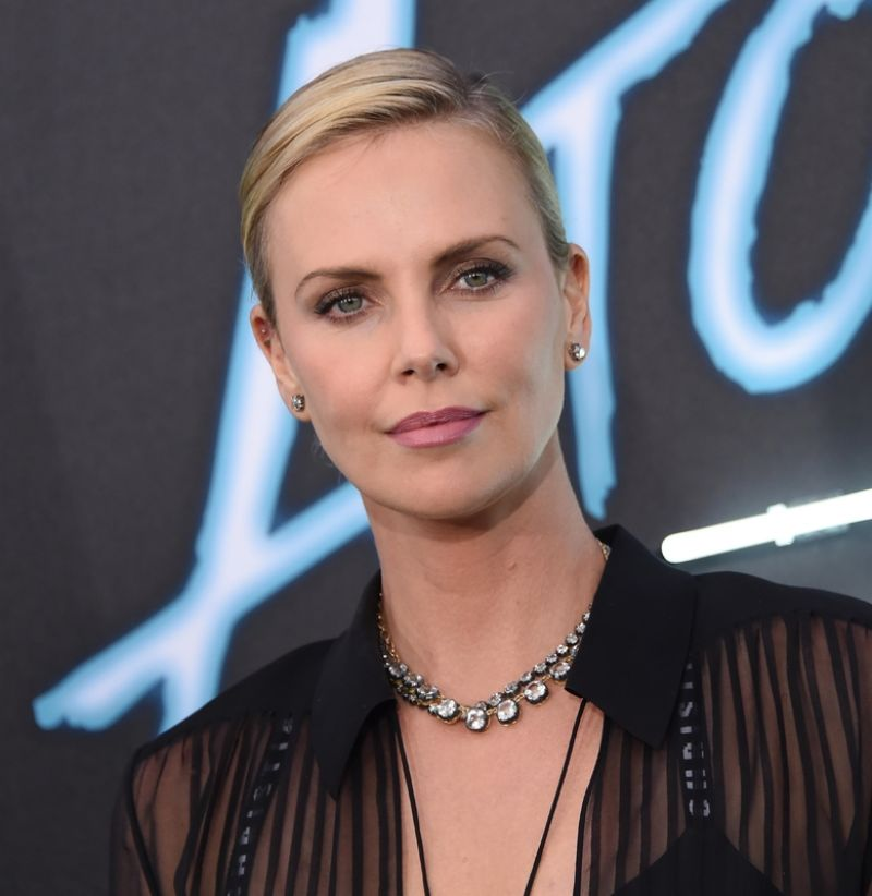 charlize-theron-atomic-blonde-premiere-in-los-angeles-07-24-2017-13.jpg