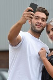 Chyna Ellis and Jonny Mitchell - Taking Selfies in Manchester 07/24/2017