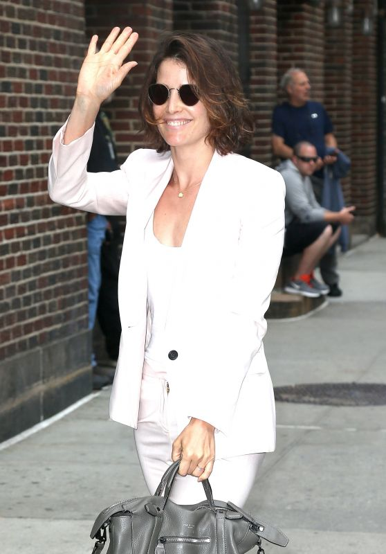"""Cobie Smulders - Arriving at """"The Late Show with Stephen Colbert"""" in New York City 07/10/2017"""