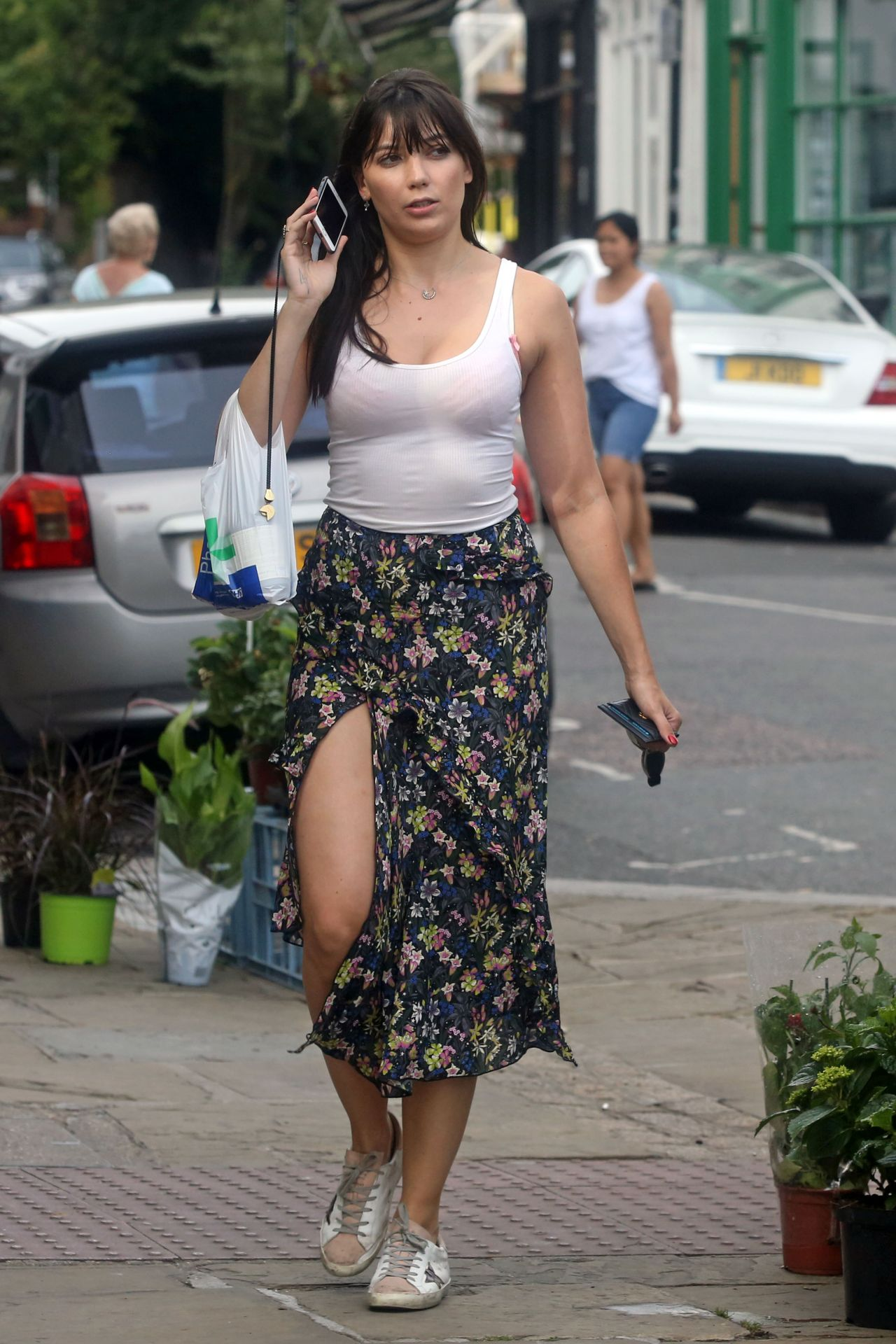Daisy Lowe Summer Street Style Out In London 07 17 2017
