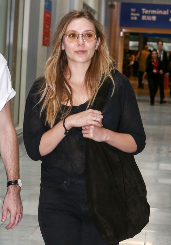 Elizabeth Olsen - Arrives in Paris 07/02/2017