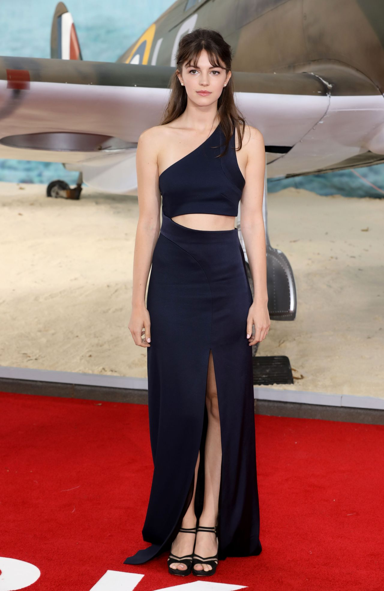 Ella Hunt On Red Carpet Quot Dunkirk Quot World Premiere In