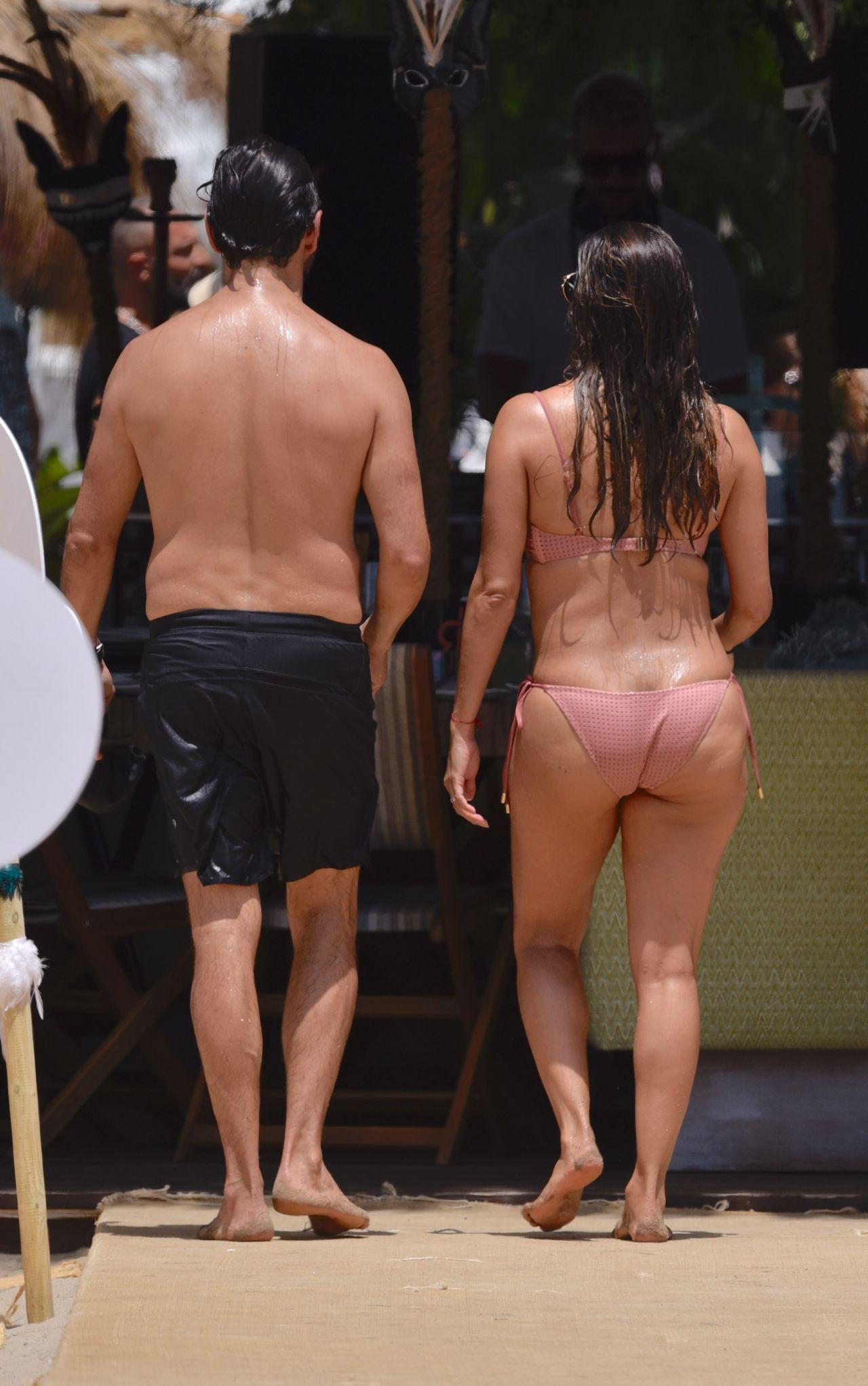 Eva Longoria In Bikini At The Beach In Marbella Spain 07