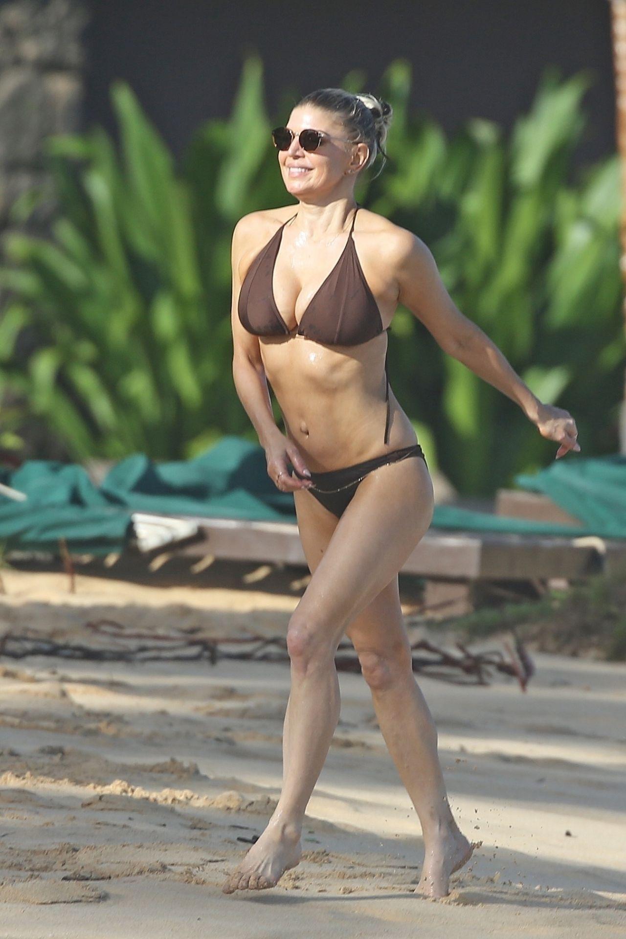 Fergie In Bikini Kauai Hi 07 31 2017