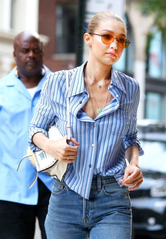 Gigi Hadid in Casual Attire - Arrives at Her Apartment in New York City 07/25/2017