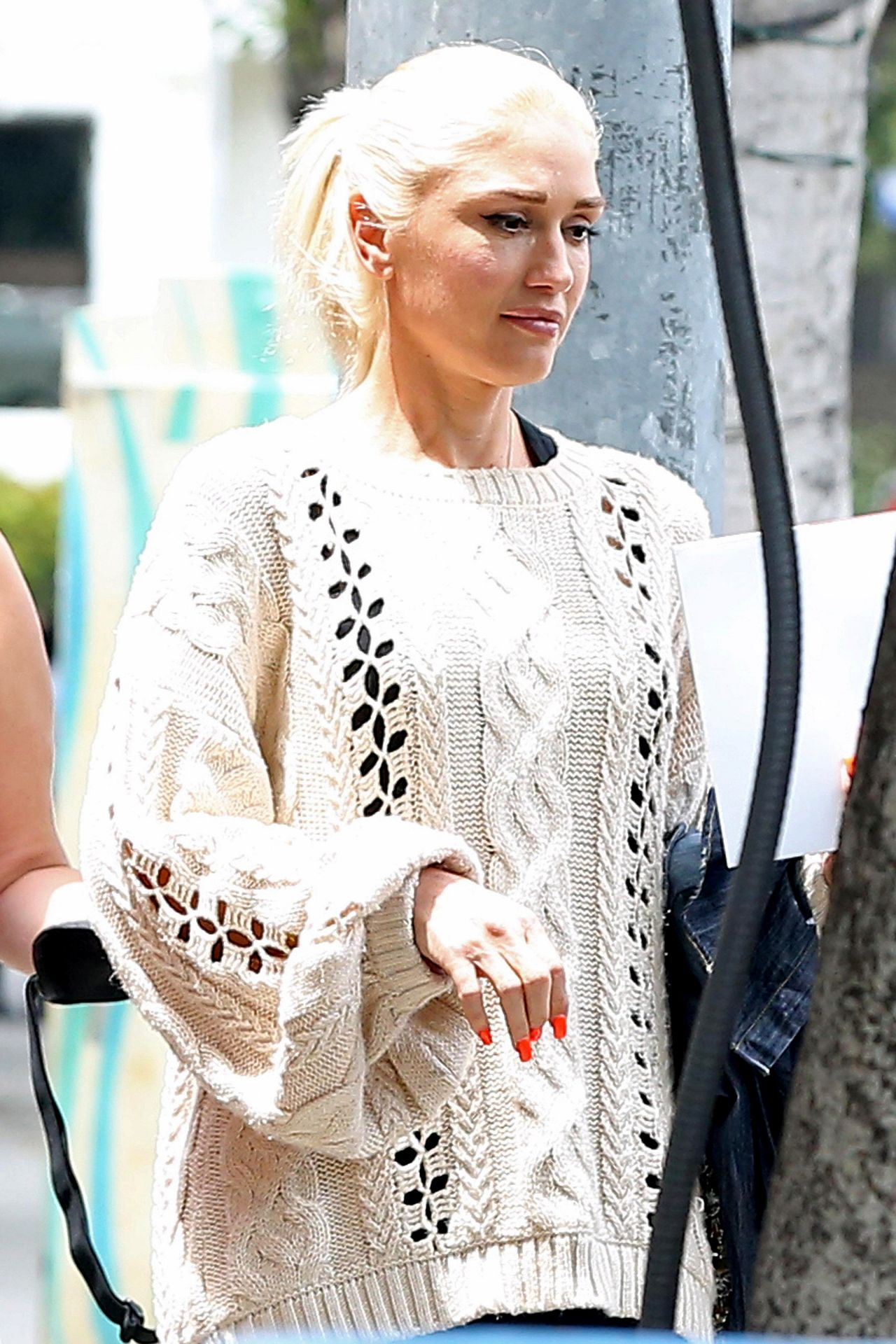 Gwen stefani in a cable knit sweater westwood in la