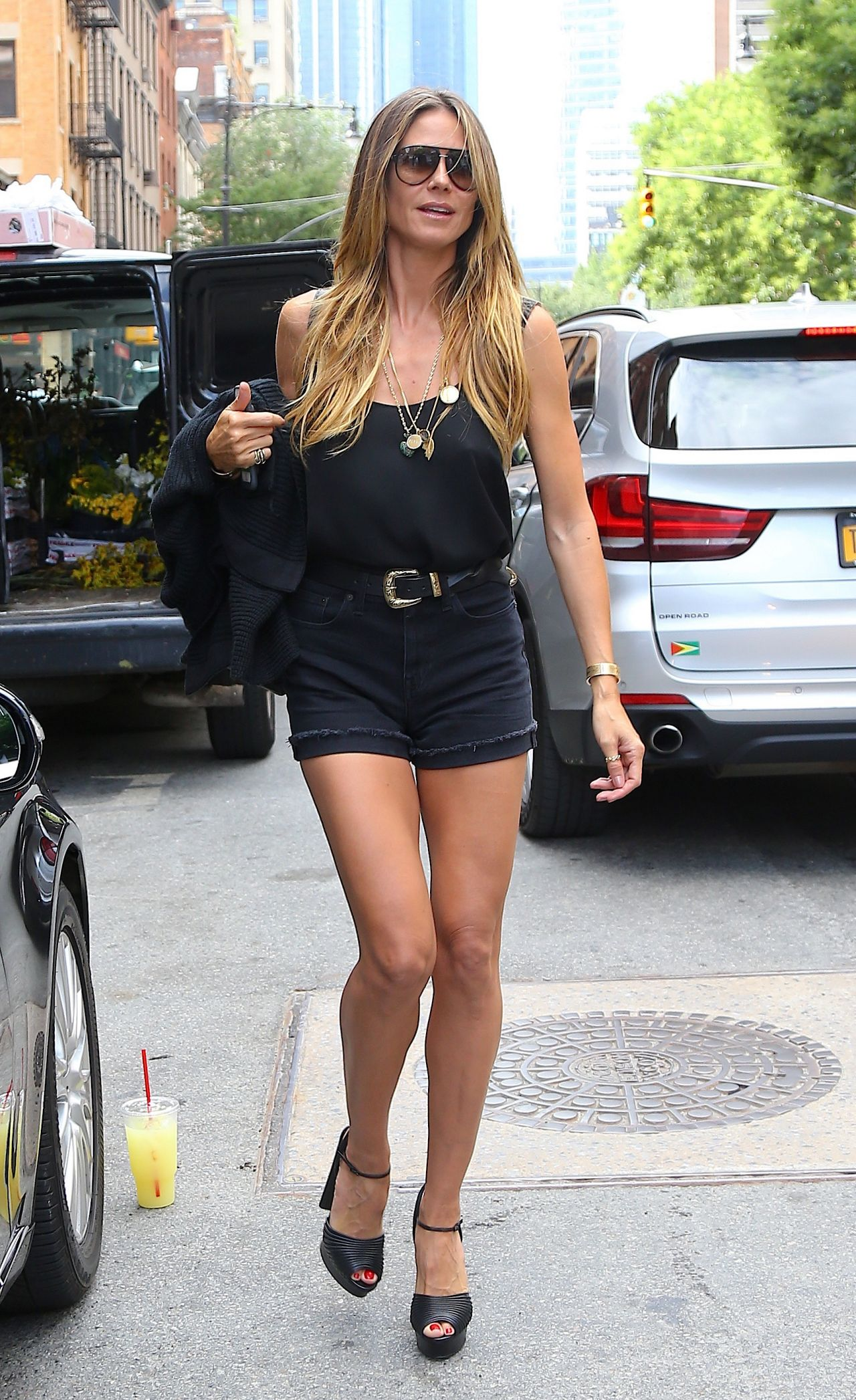 Sexy Bilder: Heidi Klum rekelt sich im knappen Bikini
