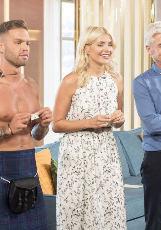 """Holly Willoughby - """"This Morning"""" TV Show in London 07/10/2017"""