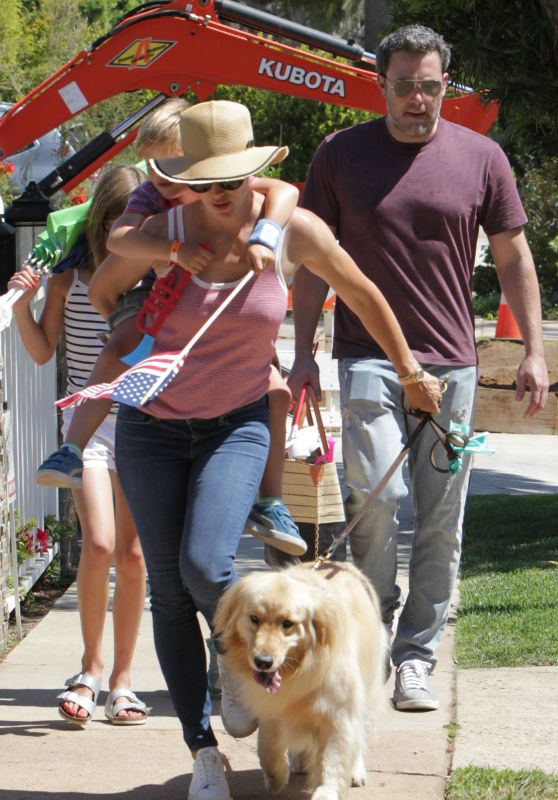 Jennifer Garner and Ben Affleck - Together Again for 4th of July Parade in Pacific Palisades