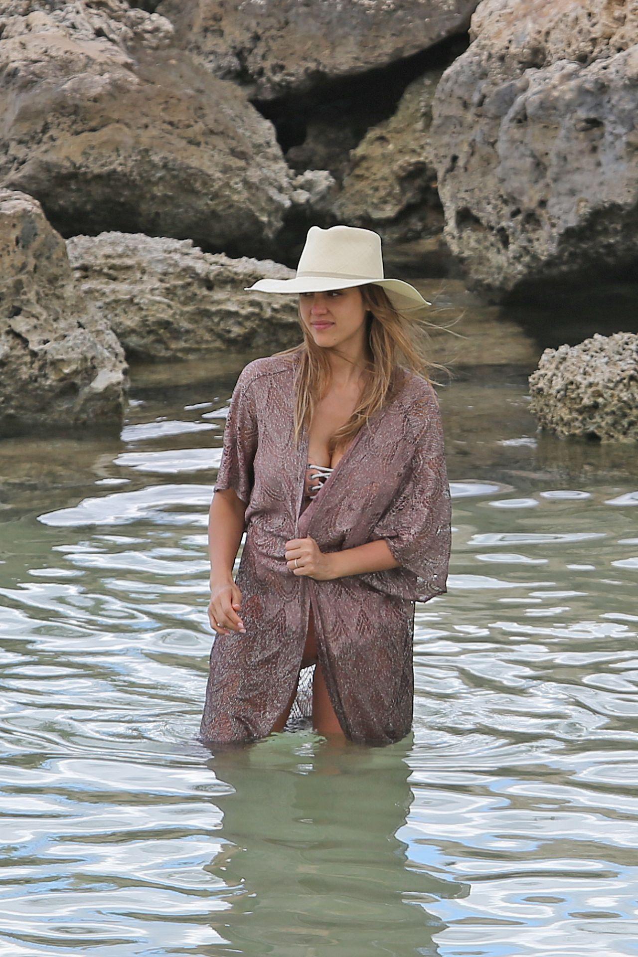 Süß russische blondie Elizaveta Golubeva genossen harte doppelpenetration am Strand